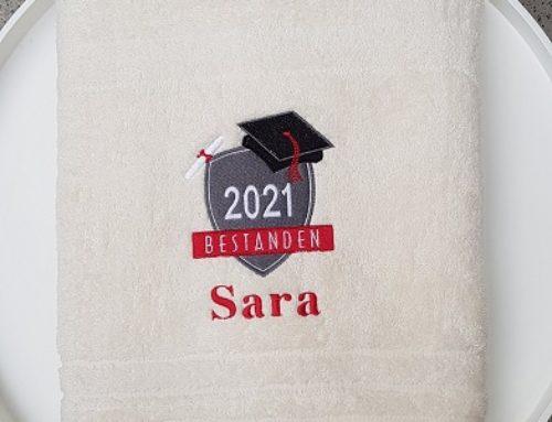 Besticktes Duschtuch zum Schulabschluss für Sara